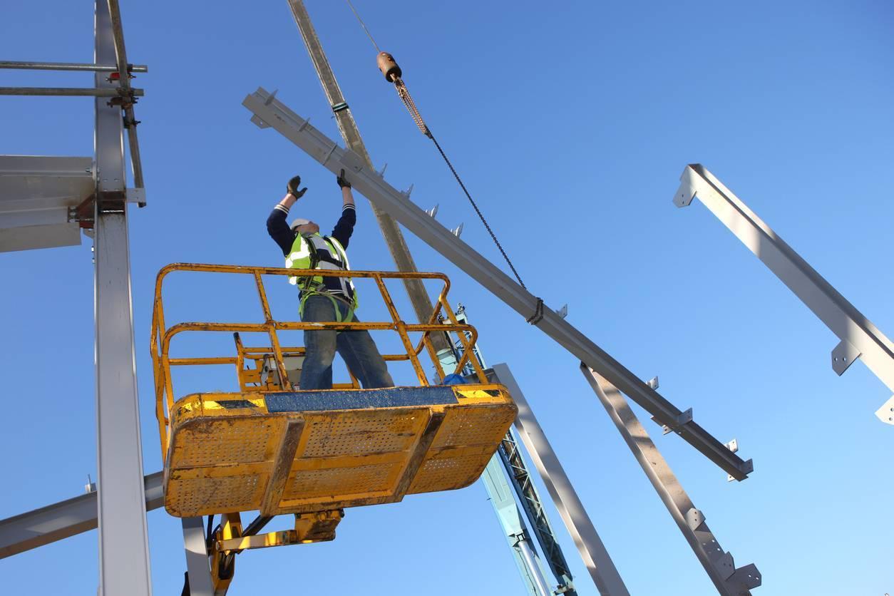 ouvrier seul chantier travailleur isolé protection PTI DATI